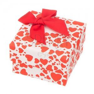 Krabička na prsten - různě veilká červená srdíčka a mašle