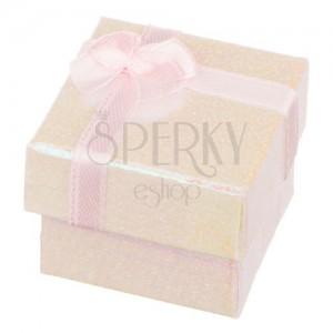 Dárková krabička na prsten v perleťové růžové barvě s mašlí