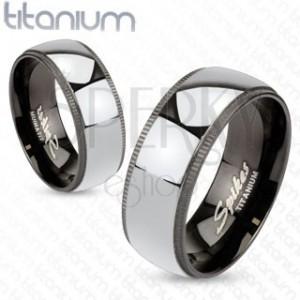 Titanový prstýnek stříbřité barvy s černým ozdobným okrajem