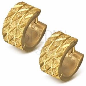 Kruhové náušnice z oceli - zlatý pískovaný povrch s diagonálními zářezy