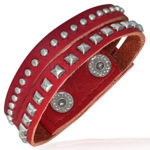 Červený kovaný náramek z kůže - polokoule a pyramidky