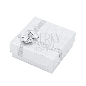 Stříbrná krabička na prsten se vzorem květů a mašlí