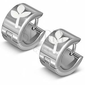 Lesklé ocelové náušnice - stříbřité kruhy s bílým trojlistem