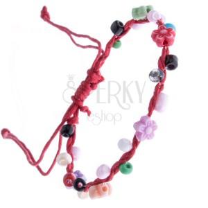Šňůrkový náramek - červený s barevnými korálky a květinkami