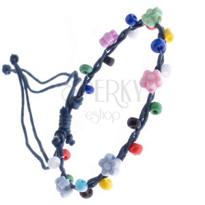 Šňůrkový náramek - tmavomodrý s barevnými korálky, kvítky