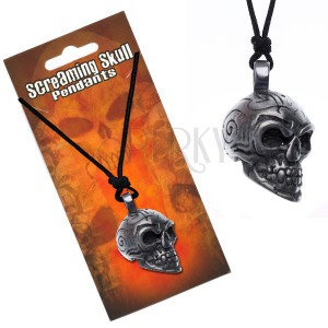 Šňůrkový náhrdelník s přívěskem lebky s ornamenty