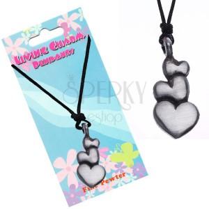 Černý šňůrkový náhrdelník – přívěsek, tři srdce