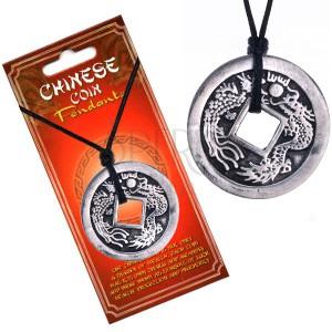 Černý náhrdelník, čínská mince s patinou, znaky a dva draci