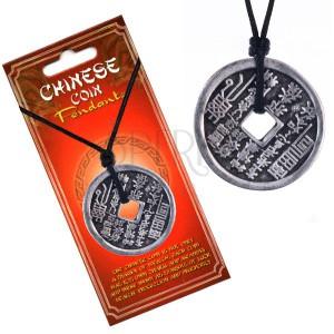 Náhrdelník se šňůrkou – mince, svislé čínské znaky a piktogramy