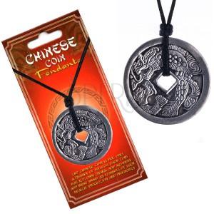 Náhrdelník s přívěskem mince - drak chrlící oheň, čínské znaky