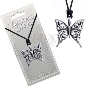 Náhrdelník se šňůrkou - vyřezávaný patinovaný přívěsek motýla