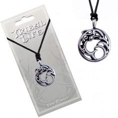 Náhrdelník - kovový kruh s ornamenty, delfín ve vlnách, šňůrka AC1.10