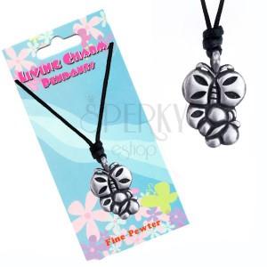 Šňůrkový náhrdelník s kovovým přívěskem dvou motýlů