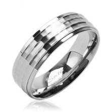 Snubní prsten z chirurgické oceli s matným středovým pruhem a lesklým okrajem