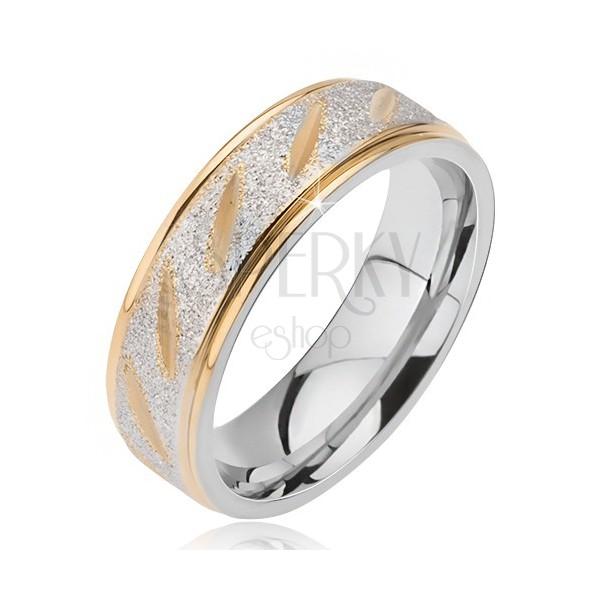 Ocelový snubní prsten matný střední pruh se zlatými zářezy a zlaté okraje