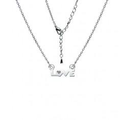 Rhodiovaný lesklý náhrdelník s nápisem LOVE a čirým zirkonem