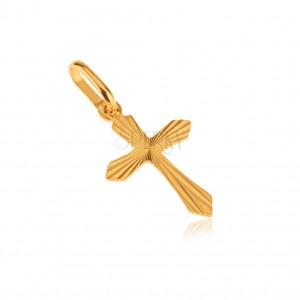 Zlatý 14K přívěsek - plochý latinský kříž, lesklé paprskovité rýhování