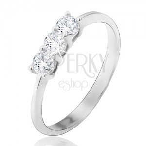 Prsten v bílém 14K zlatě - tři kulaté čiré zirkony, lesklý, hladký