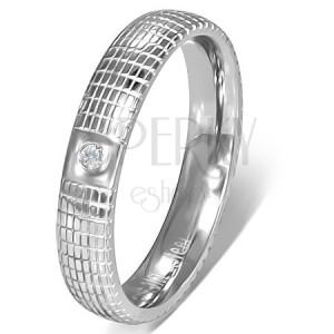 Stříbrný ocelový prsten s čirým kamínkem a mřížkou