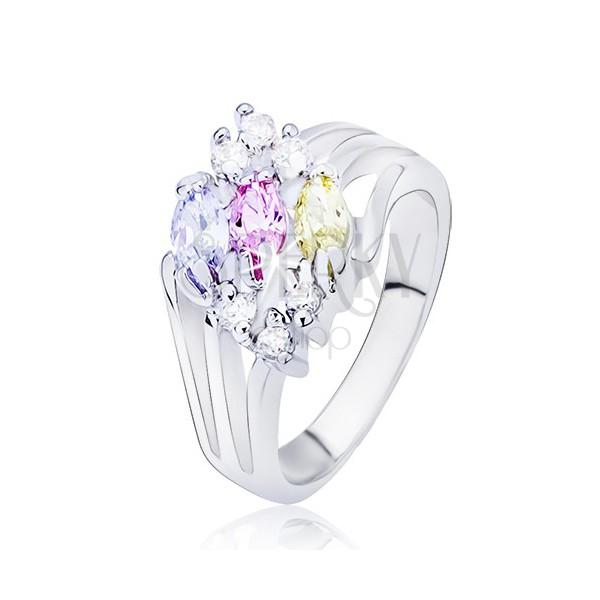 Lesklý prsten stříbrné barvy, rozvětvená ramena s barevnými oválnými zirkony
