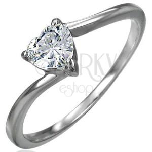 Zásnubní ocelový prsten, zirkonové srdíčko čiré barvy, úzká zahnutá ramena