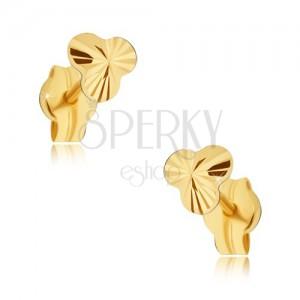 Zlaté náušnice 585 - drobný třpytivý trojlístek s paprskovitým rýhováním