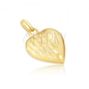 Přívěsek ze žlutého 14K zlata - pravidelné trojrozměrné srdce, ozdobné rýhy