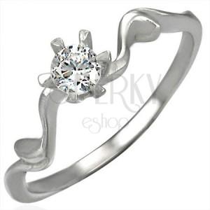 Snubní prsten s krásně uchyceným zirkonem