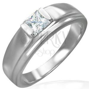 Zásnubní prsten se zirkonem kostka na vyvýšeném podkladu