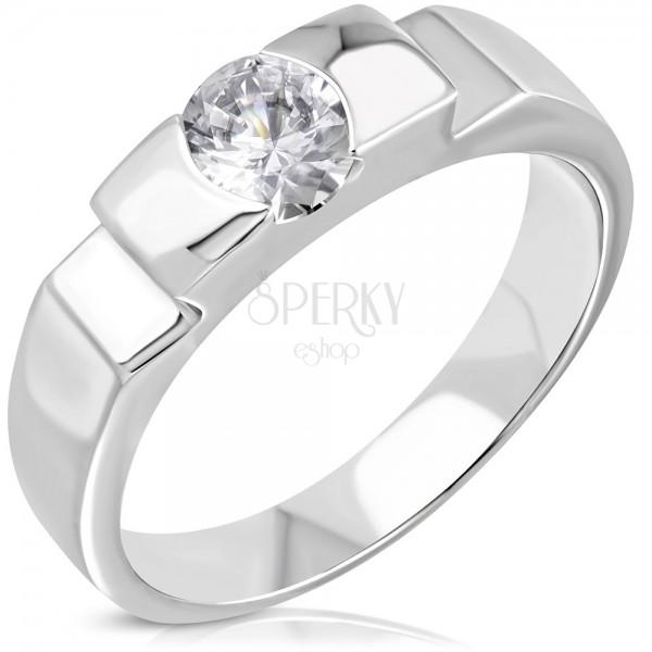 Zásnubní ocelový prsten s vystupujícím středem a bočními zářezy