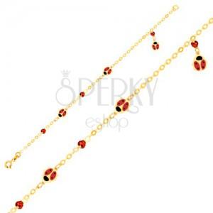 Náramek ve žlutém 9K zlatě - lesklý řetízek s přívěsky ve tvaru berušek, kuličky