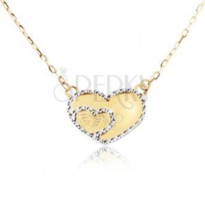Zlatý náhrdelník 585 - zrcadlově lesklé souměrné srdce, ozdobné gravírování
