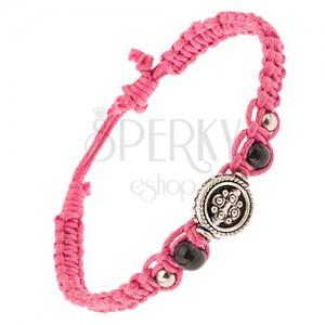 Pletený růžový řemínek ze šňůrek, korálky a kruhová ozdoba