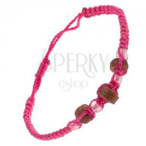 Náramek z růžových šňůrek, dřevěné válečky a průhledné korálky