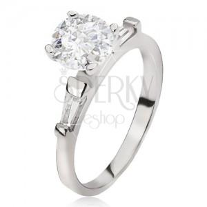 Stříbrný prsten 925 - velký čirý kulatý zirkon, lichoběžníkové kamínky