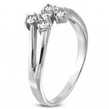 Ocelový prsteň stříbrné barvy s pěti čirými zirkony