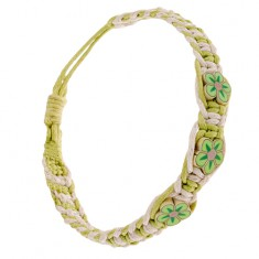 Krémovo-zelený náramek ze šňůrek, hustě zaplétaný, maličké FIMO květy