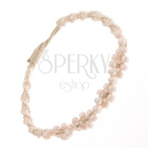 Spirálový náramek z béžových šňůrek, drobné světle růžové korálky