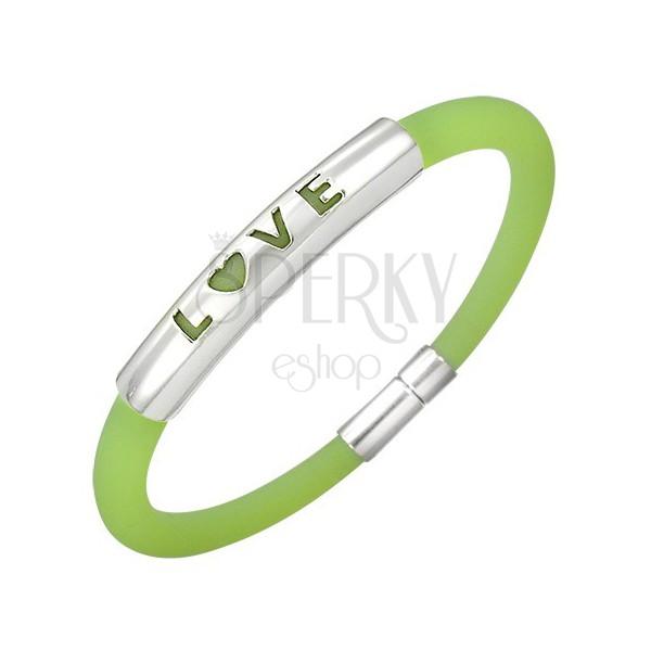 Pryžový náramek v zeleném odstínu - kovová známka s nápisem LOVE