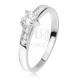 Prsten ze stříbra 925, srdcový zirkon, menší kamínky v ramenech