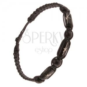 Černý pletený náramek, černé ozdobné válečky a korálky