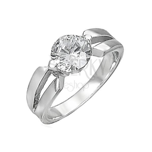 Zásnubní prsten z chirurgické oceli, velký čirý zirkon, výřezy na ramenech