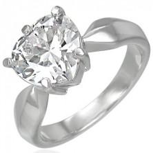 Zásnubní prsten s velikým čirým zirkonem ve tvaru srdce