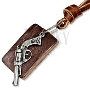 Kožený náhrdelník - kávově hnědý pruh, obdélníková známka, revolver