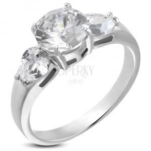 Snubní prsten - 1 veliký zirkon a 2 srdíčkové zirkony