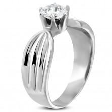 Dámský prsten se zirkonem a zářezy po stranách