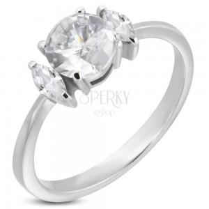 Zásnubní prsten s kulatým zirkonem a dvěma oválnými zirkony