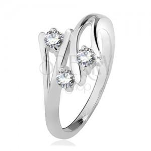 Stříbrný prsten 925, rozvětvená ramena, tři čiré zirkony