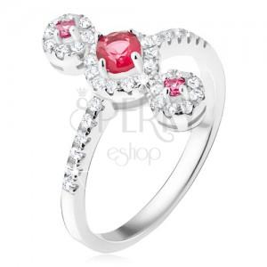 Prsten ze stříbra 925, tři červené kamínky se zirkonovým lemem