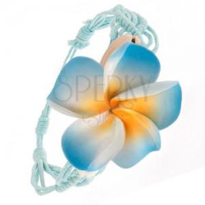 Bledě modrý pletený náramek, vzor vln, modrý květ, lastury